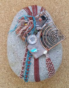 Zen Rock, Rock Art, Stone Crafts, Rock Crafts, Drawing Rocks, Stone Wrapping, Rock Design, Rock Collection, Painted Boxes