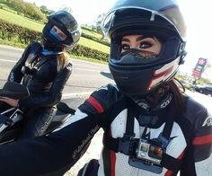 いいね!3,214件、コメント28件 ― Charlene Jesicaさん(@pistonhead_chaz)のInstagramアカウント: 「R I D E  O R  D I E. @usernamekate . If we ain't brapping together we lifting together.…」 Lady Biker, Biker Girl, Ducati, Yamaha, Helmet, Biker Chick, Sport Bikes, Girl Bike, Bike Life