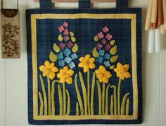 """Wool applique PATTERN &/or KIT """"Spring Daffodils"""" wall hanging primitive folk art stencil hand dyed rug hooking wool felted wool quilt block"""