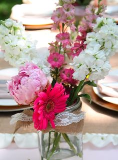 Summer, summer has come, loves! That's why it's time for adorable outdoor ceremonies, lots of flowers and fantastic outdoor parties – bridal showers are no exception! The air is so cool outside, so organize a wonderful tea party in your garden...