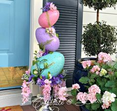 Topiary Make an Easter egg topiary from giant Easter eggs found at your local craft store for a fun and easy Easter decoration! - Make an Easter egg topiary from giant Easter eggs found at your local craft store for a fun and easy Easter decoration! Easter Subday, Easter Party, Easter Gift, Easter Crafts To Make, Easter Egg Crafts, Bunny Crafts, Diy Osterschmuck, Diy Crafts, Easter Crafts