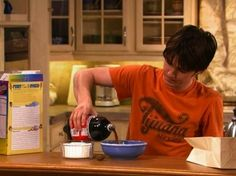 """This is a perfectly balanced breakfast:   The 28 Most Important Lessons We Learned From """"Drake And Josh"""""""