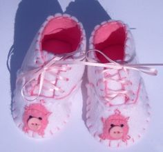 Pig Baby Booties / Girls Felt Shoes / New by WithHugsandKisses, $16.49