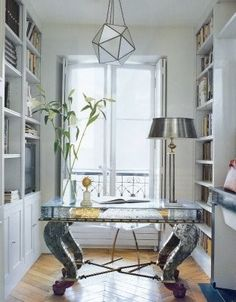 Small Office - Design photos, ideas and inspiration. Amazing gallery of interior design and decorating ideas of Small Office in dens/libraries/offices by elite interior designers. Home Office Space, Small Office, Home Office Design, Office Decor, House Design, Office Ideas, Office Nook, Stylish Office, Office Spaces