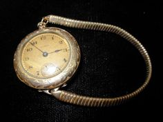 Old Vintage Illinois 15 Jewel  Lady's Watch * Case Stamped 3/0 B&B Royal * NR