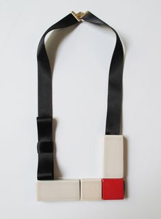 "MARION VIDAL ""BOW"" CERAMIC NECKLACE"