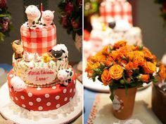 A Maria Eduarda ama bichinhos, por isso ganhou uma festinha com o tema fazendinha para comemorar seu primeiro ano de vida! A decoração lúdica e rica em det