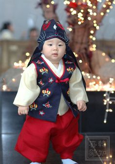 Soooooo cute, Hanbok for children, Korea. Korean Hanbok, Korean Dress, Korean Outfits, Korean Traditional Dress, Traditional Fashion, Traditional Dresses, Korean Men, Korean Wave, Kimono Japan