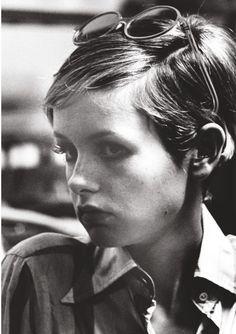 Ron Galella - Le top model Twiggy au naturel, chez Bert Stern, photographe pour Vogue à New York, 1967.