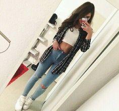 #street #style #fahion #cute #sneakers #highwaist #white #jeans #vogue #shirt