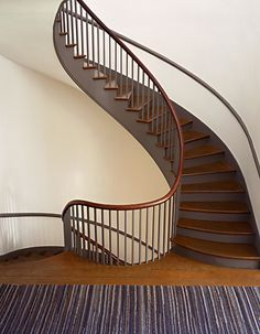 Twin Spiral Staircase Shaker