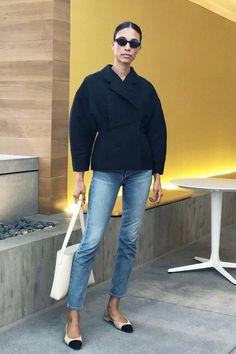 See how to wear skinny jeans in 2019 and shop five new trends that are key to freshening up your denim look in the New Year. Look Jean, Denim Look, Blue Denim, Mode Outfits, Jean Outfits, Fashion Outfits, Night Outfits, Fashion Clothes, Ladies Outfits