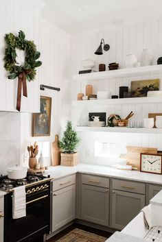 Farmhouse Kitchen Decor Ideas: Great Home Improvement Tips You Should Know! You need to have some knowledge of what to look for and expect from a home improvement job. Farmhouse Kitchen, New Kitchen, House Interior, Kitchen Decor, Kitchen Remodel, Home Kitchens, Interior, Home Remodeling, Kitchen Inspirations