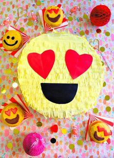 Es escuchar la palabra ¡piñata! y a todos nos entran unas ganas irresistibles de salir corriendo como si no hubiese un mañana para romperla y conseguir nuestro preciado botín de chucherías, y es que más de uno nos volvemos locos de alegría como si fuéramos unos chiquillos (o aún peor) cuando vemos caer sobre nosotrosLeer Más
