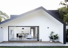 Architect Prineas add a sophisticated addition to the 'Allen Key House', a Californian bungalow in Sydney, with minimal style and elegant design.