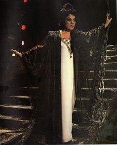 "Maria Bieşu as Norma at the Opera ""Norma"" by Vincenzo Bellini, 1975. Мария Биешу в партии Нормы в опере «Норма» Винченцо Беллини, 1975 г."