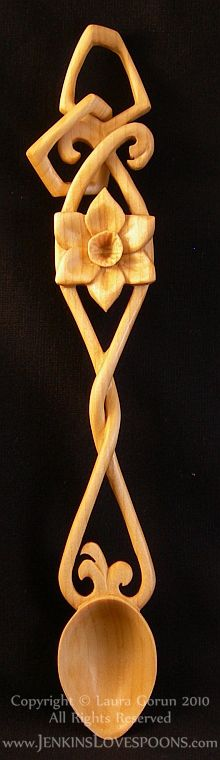 Welsh_Lovespoon_Daffodil_Twisted_Loose_Link_Lime_Carved_Wood_Gift