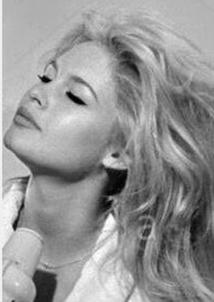 Hollywood Actresses, Old Hollywood, Classic Hollywood, Bridget Bardot, Brigitte Bardot Movies, Bardot Hair, Faye Dunaway, Portraits, French Actress