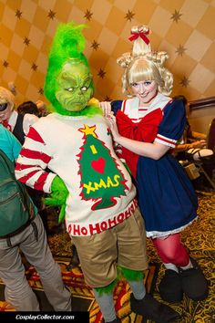 The Grinch and Cindy Lou Who. This would be a great halloween costume for chase . The Grinch and C Whoville Costumes, Great Halloween Costumes, Hallowen Costume, Christmas Costumes, Halloween Cosplay, Diy Costumes, Christmas Outfits, Costume Ideas, Whoville Hair