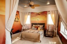 The Lion King. In this bedroom, camp has been set up in a setting that recalls the enchanted Africa of Simba, the Lion King. The murals, the curtains, the travel-chest-like furniture and the bedding all contribute to the savanna effect. An extra-tender touch lies in the soft toys on the bed. Traditional Kids by FrazierFoto