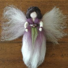 How to make a fairy from wool roving - an easy tutorial Needle Felted, Wet Felting, Christmas Fairy, Felt Christmas, Christmas Projects, Diy Laine, Felt Angel, Kobold, Needle Felting Tutorials