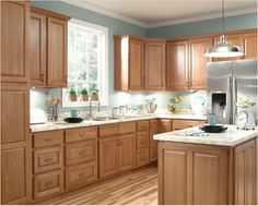 Ziemlich Honey Oak  Brawny and beautiful! Don't let this low price fool you! These stylish Honey Oak cabinets feature traditional raised panel doors of solid oak, solid oak frames and drawer fronts. These cabinets will be a great investment for years to come.    -Real, solid hardwood doors, frames, drawer fronts  -No particle board  -No melamine  -Rich hand rubbed finish  -UV scratch resistant coating  -Epoxy-coated under mount drawer glides  -6 way adjustable door hinges…