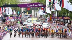 The women's Cycling Road Race departs the Mall at the start on day 2 of London 2012 Olympics. (london2012.com)