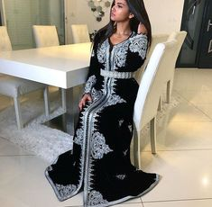 Wedding dresses hijab style ideas for 2019 Popular Wedding Dresses, Blue Wedding Dresses, Blue Dresses, Style Caftan, Caftan Dress, Morrocan Dress, Moroccan Caftan, Arabic Dress, Bridesmaid Dresses With Sleeves