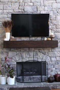 Building a Mantel DIY - making boards look like one big beam with wood veneer - Home Decoratings Fireplace Redo, Fireplace Remodel, Fireplace Design, Floating Fireplace, Fireplace Stone, Tv Mounted On Fireplace, Floating Shelf Mantle, Fireplace Mantles, Fireplaces