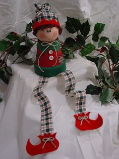 Make your very own ELF ON A SHELF with an upcycled clay pot, wooden ball, some paint and scraps of fabric!    Just a quick share today - bec...