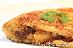 Tortilla de patatas con cebolla caramelizada. Receta paso a paso con fotos de los ingredientes y de la elaboración. Trucos y consejos de...