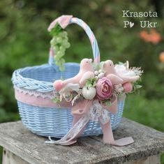 Baby Girl Gift Baskets, Baby Hamper, Baby Girl Gifts, Cake Decorating Tutorials, Basket Decoration, Flower Basket, Easter, Christmas Ornaments, Holiday Decor
