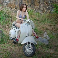 Vespa Bike, Motos Vespa, Lambretta Scooter, Scooter Motorcycle, Vespa Scooters, Lady Biker, Biker Girl, Italian Scooter, Scooter Custom