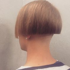 Shaved Bob, Shaved Nape, Great Hairstyles, Bob Hairstyles, Cut My Hair, Hair Cuts, One Length Bobs, Clipper Cut, Angled Bobs
