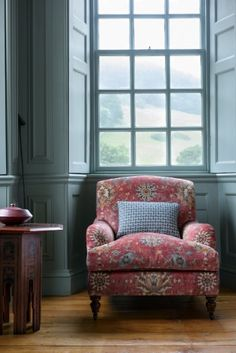 Monday Inspiration: A Chair of My Own - Mad About The House Interior Design, Upholstered Chairs, Furniture, Chair, Home, Furnishings, Interior, Colefax And Fowler Wallpaper, Home Decor