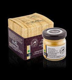 Traditionel Kretaanse Bijenwas zalf voor gevoelige huid / 40 ml Bevat: Bijenwas, Diktamos (groeit alleen op Kreta), Kamille, Lavendel en Olijfolie Je kunt het om verschillende redenen gebruiken, zoals droge of schrale huid (ook lippen), brandwonden, luieruitslag, wonden, eczeem, psoriasis en andere huidproblemen  De traditionele bijenwas is verkrijgbaar voor € 9,50 Heb je interesse in dit product of in een proefmonster? Stuur een pb of mail naar info@biogreece.nl