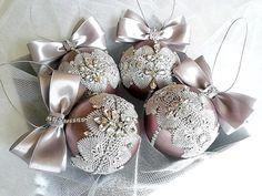 Christmas Treats For Gifts, Christmas Gift List, Christmas Ornament Crafts, Christmas Baubles, Luxury Christmas Decor, Gold Christmas Decorations, Pink Christmas, All Things Christmas, Ideas
