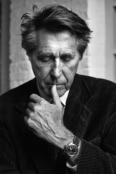 Bryan Ferry (°1945) - English singer, musician, and songwriter known for his unique vocal style.