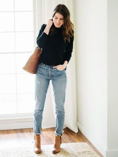 It's been a few months since I started hunting for some super light wash vintage jeans. Some call them mom jeans, others call them supermodel jeans. Split the difference? Supermom jeans, mayb… Light Jeans Outfit, Jeans Outfit Winter, Mom Jeans Outfit, Trendy Outfits, Fall Outfits, Fashion Outfits, Fashion Scarves, Fashion Fashion, Casual Work Outfit Summer