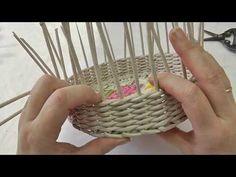 Как завершать ряды прямой веревочки. Плетение из газет - YouTube Paper Basket Weaving, Newspaper Basket, Lace Making, Bobbin Lace, Weaving Techniques, Needlepoint, Decorative Bowls, Needlework, Projects To Try