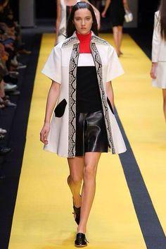 Carven Spring 2015 Ready-to-Wear Fashion Show - Matilda Lowther (Women) 47bdfffa1