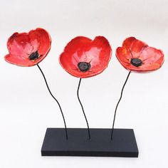 ~ Pour elle ~ Tryptique coquelicots céramique raku - 40,00€ - Paper Mache Clay, Paper Mache Sculpture, Ceramic Poppies, Ceramic Flowers, Kids Clay, Play Clay, Raku Pottery, Deco Design, Cold Porcelain