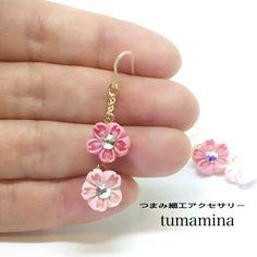 フワリ舞う 桜の耳飾り   小さなつまみ細工のピアス  ・イヤリング  受注生産