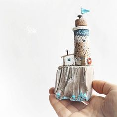 ЗАНЯТ. ~ маяк ~ дрифтвуд-арт. * 800Р + 200 почта по россии. ................. * Высота 15 см, сделан из дерева с берега моря + акриловые краски, гвоздики, древесная кора. * Доставка только по России. ..................... Для влюбленных в море. . . #island #lighthouse #hendmade #littlehouse #ленатом #ручныедомики_ленытом #мечтать #маяк #driftwood #craftyfingers #craftiness #ilovehandmade #handmadewithlove #instacraft #instacrafts #инстаярмарка #ярмаркамастеров #livemaster #handwork…