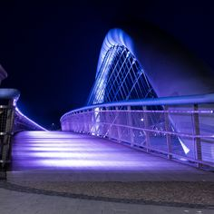 Kladka Bernatka - Walking bridge across the Wisla, Krakow, Poland Krakow Poland, Creative Photos, Nostalgia, Beautiful Places, Europe, Scion, Landscape, Night, Bridge