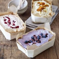 Parfait med 3 smaker | Coop Yummy Drinks, Yummy Food, Baking Recipes, Dessert Recipes, Frozen Yoghurt, Sorbets, Bagan, Frozen Desserts, How Sweet Eats