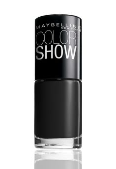 This with a shine on the very top of the nails would look so polished with my wardrobe. Color Show in Onyx Rush.