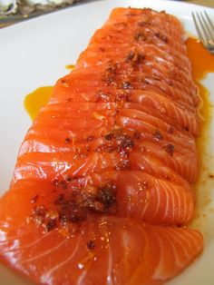 Morsels and Musings: salmon sashimi w chilli sesame oil Sushi Recipes, Entree Recipes, Asian Recipes, Cooking Recipes, Healthy Recipes, Japanese Food Sushi, Salmon Sashimi, Good Food, Yummy Food