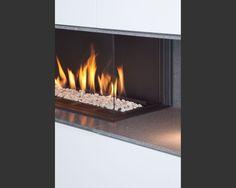 vierseitig einsehbarer offner gaskamin der rauchsammler ist aus geschliffenem edelstahl. Black Bedroom Furniture Sets. Home Design Ideas