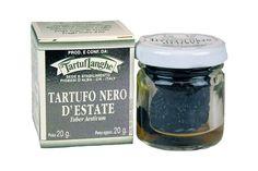 Hele zomer truffel. Schaaf iets over de pasta, over een gebakken eitje of in een kaas fondue!